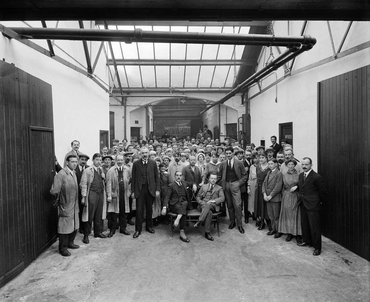 september 1918 A group portrait of the managers and workers in the Belgian Munition Works in London, which employed Belgian refugees to manufacture grenades and artillery shells for the war effort.