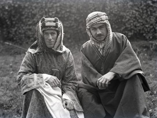 Lawrence (left) with Lowell Thomas in 1918
