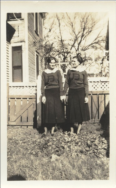 found photos vintage sisters