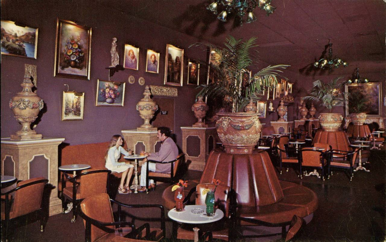 The Art Gallery Lounge, Kapok Tree Inn, Clearwater, Florida