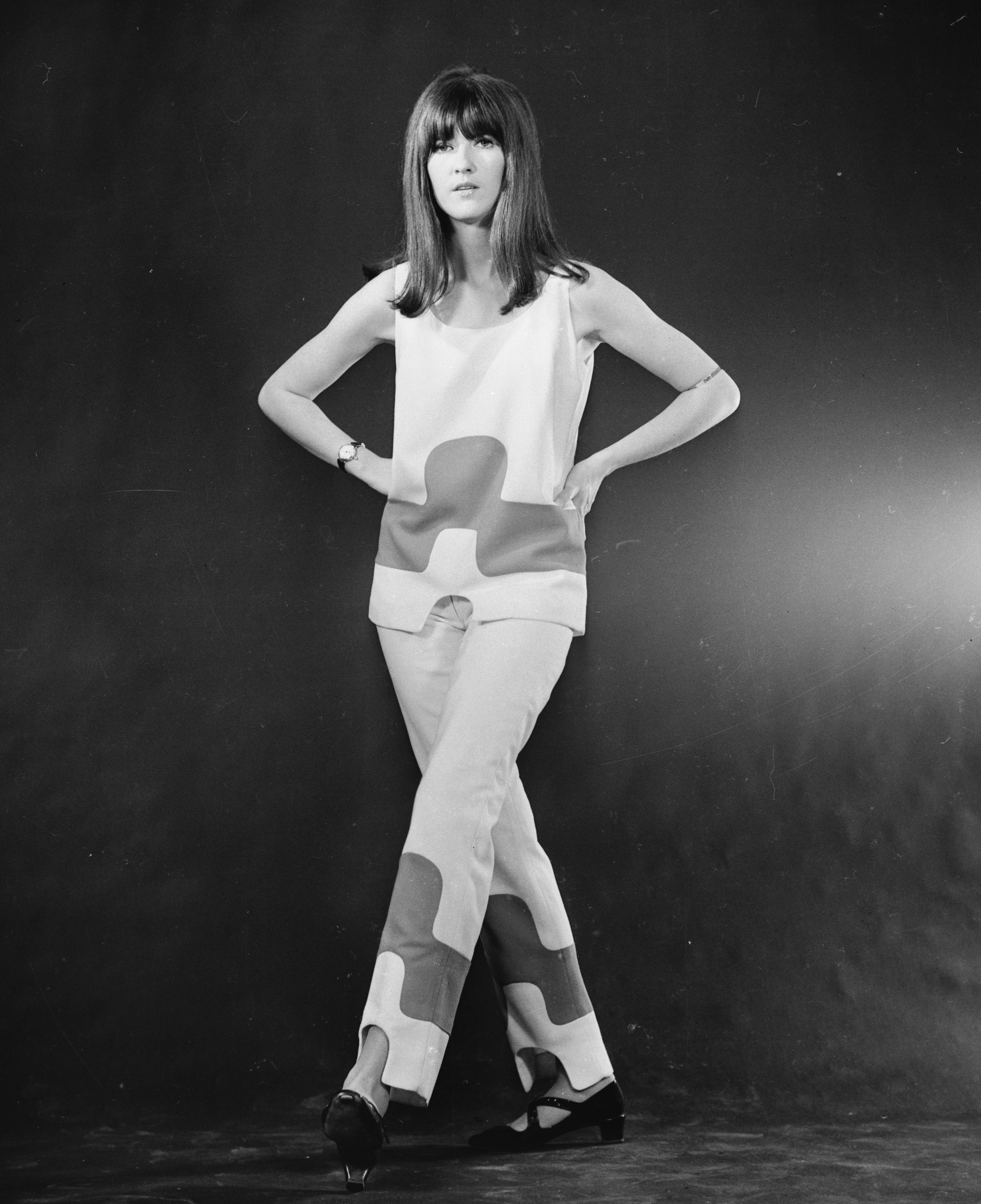 18th August 1965: Hostess of the television pop programme 'Ready Steady Go' Cathy McGowan. (Photo by David Cairns/Express/Getty Images)
