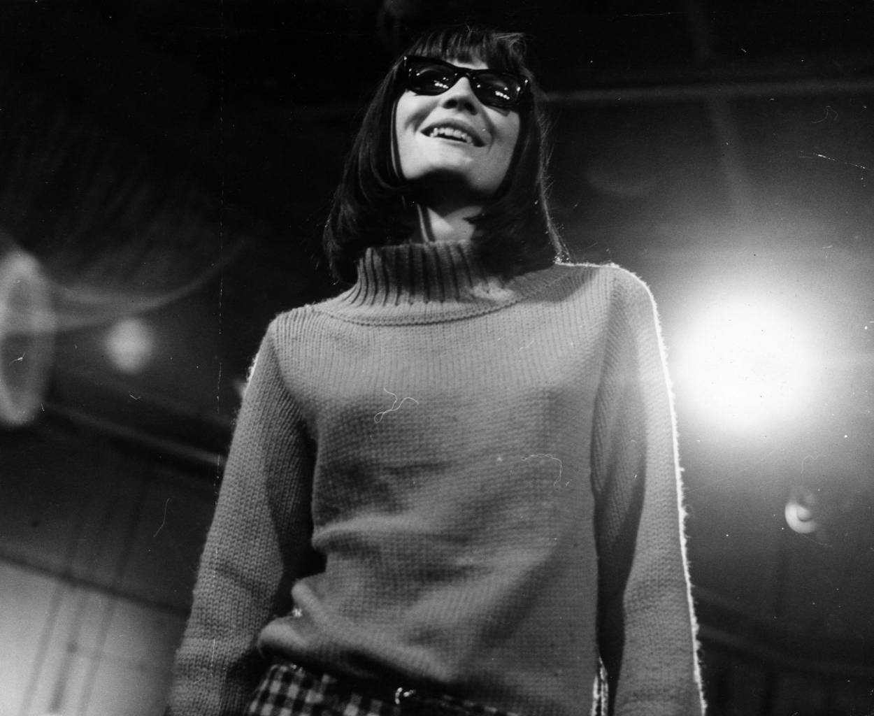 December 1964: British pop singer Sandie Shaw appears on the TV programme 'Ready Steady Go'. (Photo by Chris Ware/Keystone Features/Getty Images)