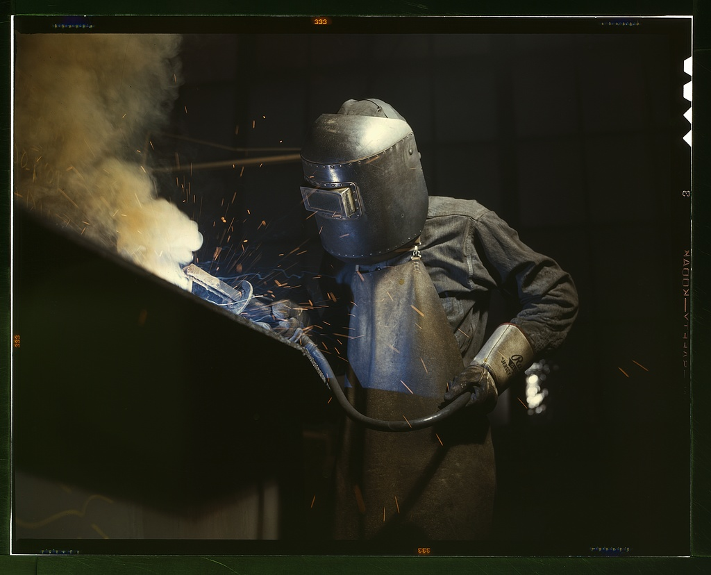 Welder making boilers for a ship, Combustion Engineering Co., Chattanooga, Tenn.