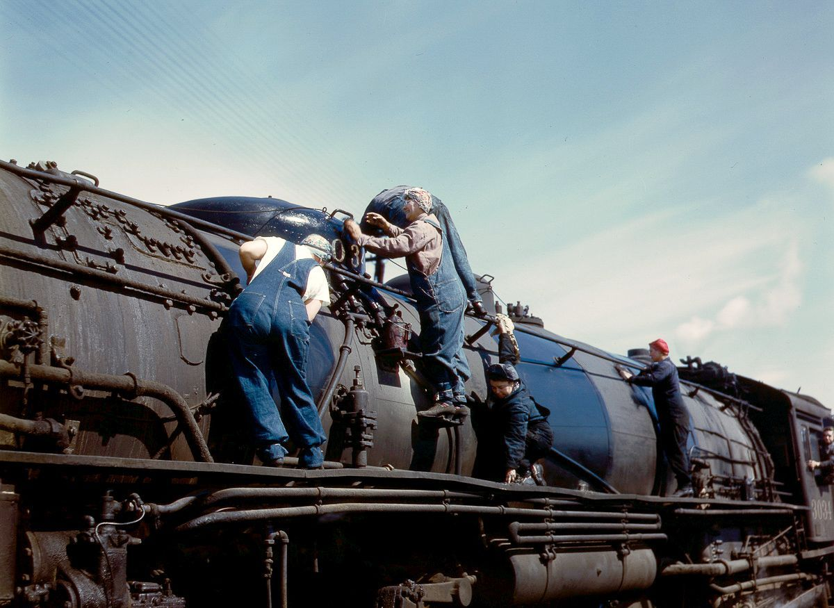 Wipers clean an H-class locomotive