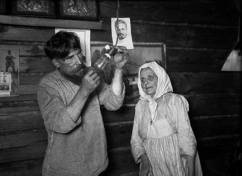 Light bulbs 1920s Russia