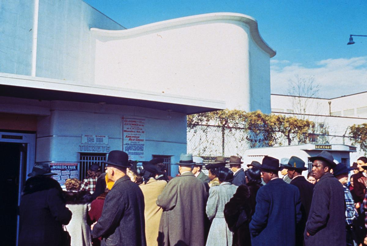 Lines to enter the fair at Flushing Gate, on October 27, 1940.