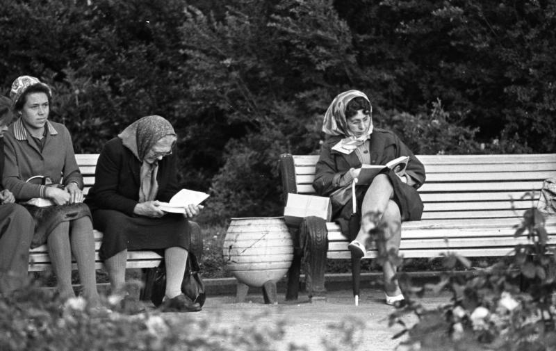 Reading Russia 1960 bench