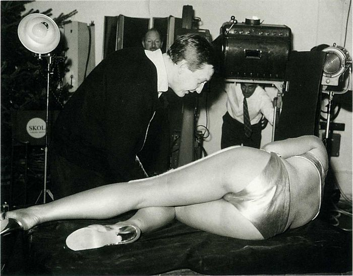 margaret nolan Goldfingers James Bond 1964 pin up sexy pose