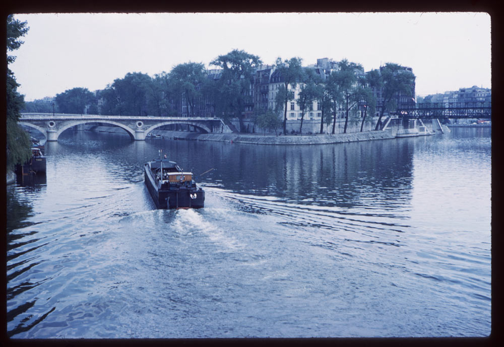 May 10, 1960. Barge in Seine
