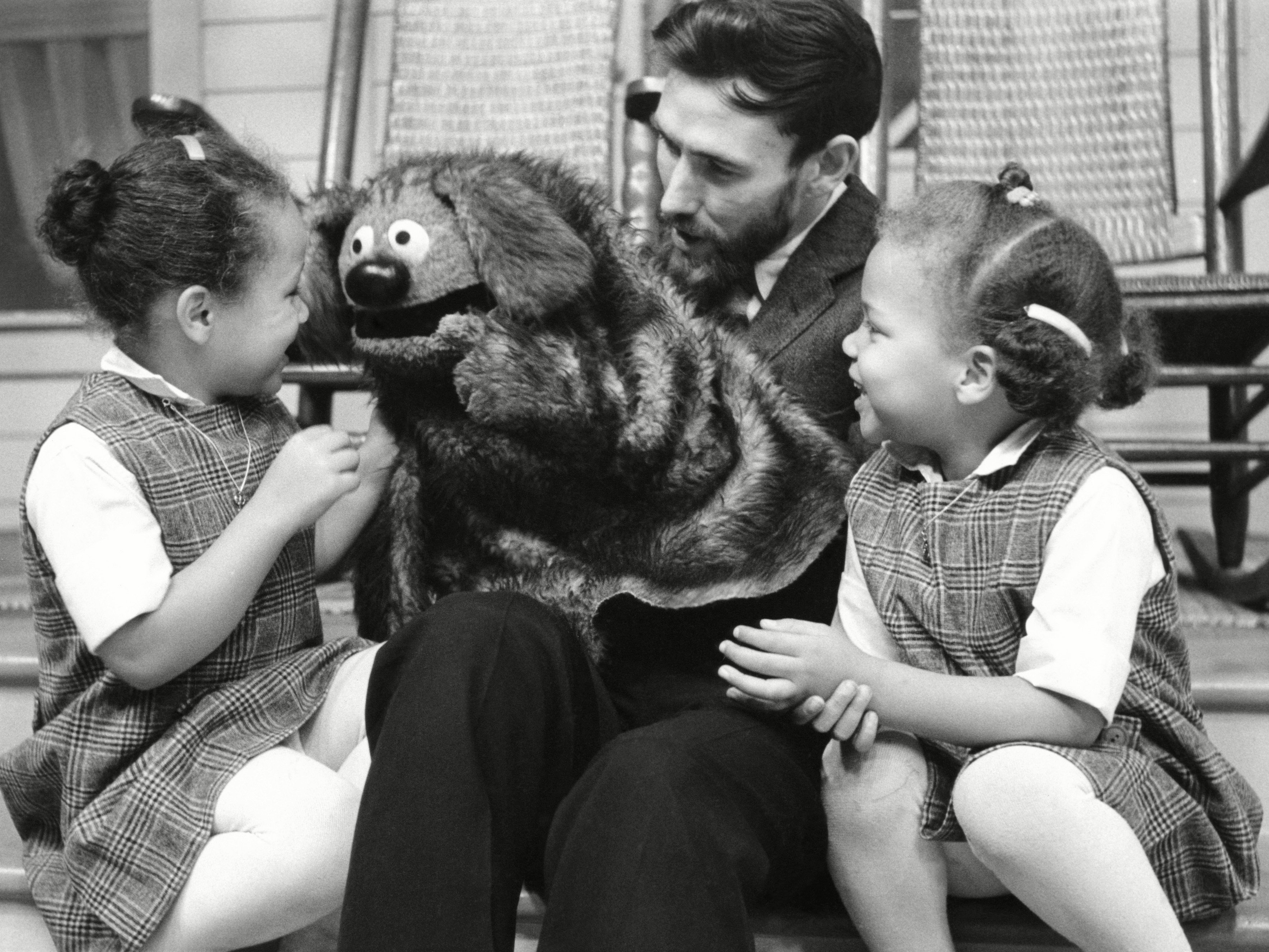 Jim henson teaches us how to make a muppet in 1969 flashbak no merchandising editorial use only no book cover usage mandatory credit photo by voltagebd Choice Image