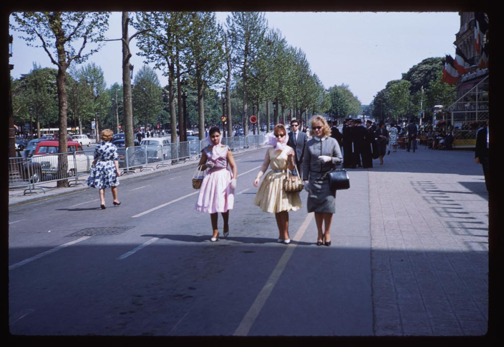 May 8, 1960. Trois Parisiennes on the Champs Elysee