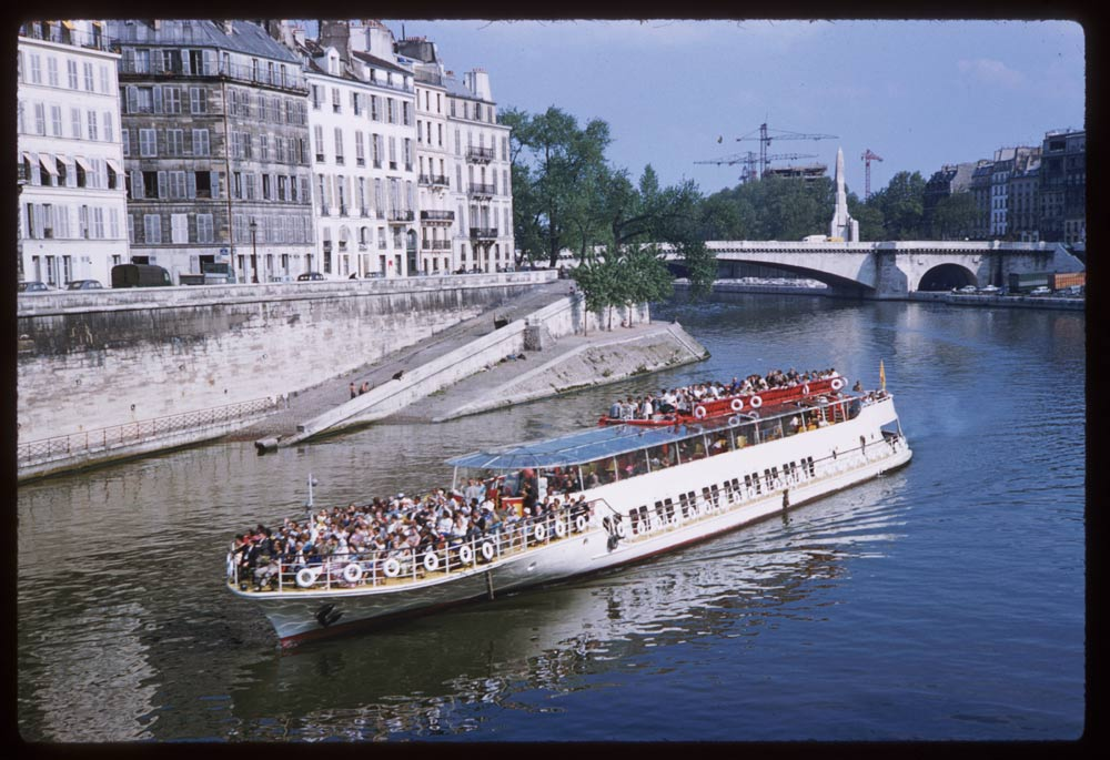 May 10, 1960. Sightseeing barge above Ile de la Cite