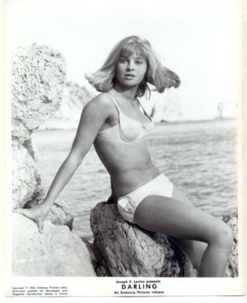 julie-christie-darling-film-still-3fa0485b76463dae1ab751a0c9cd87db-large-1539019