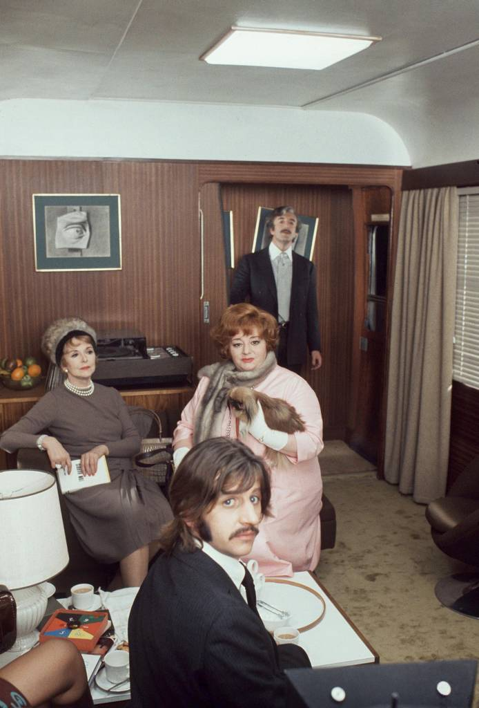 RINGO STARR WITH HATTIE JACQUES AND PETER SELLERS ON THE SET OF 'THE MAGIC CHRISTIAN', LONDON, BRITAIN - 1969 VARIOUS
