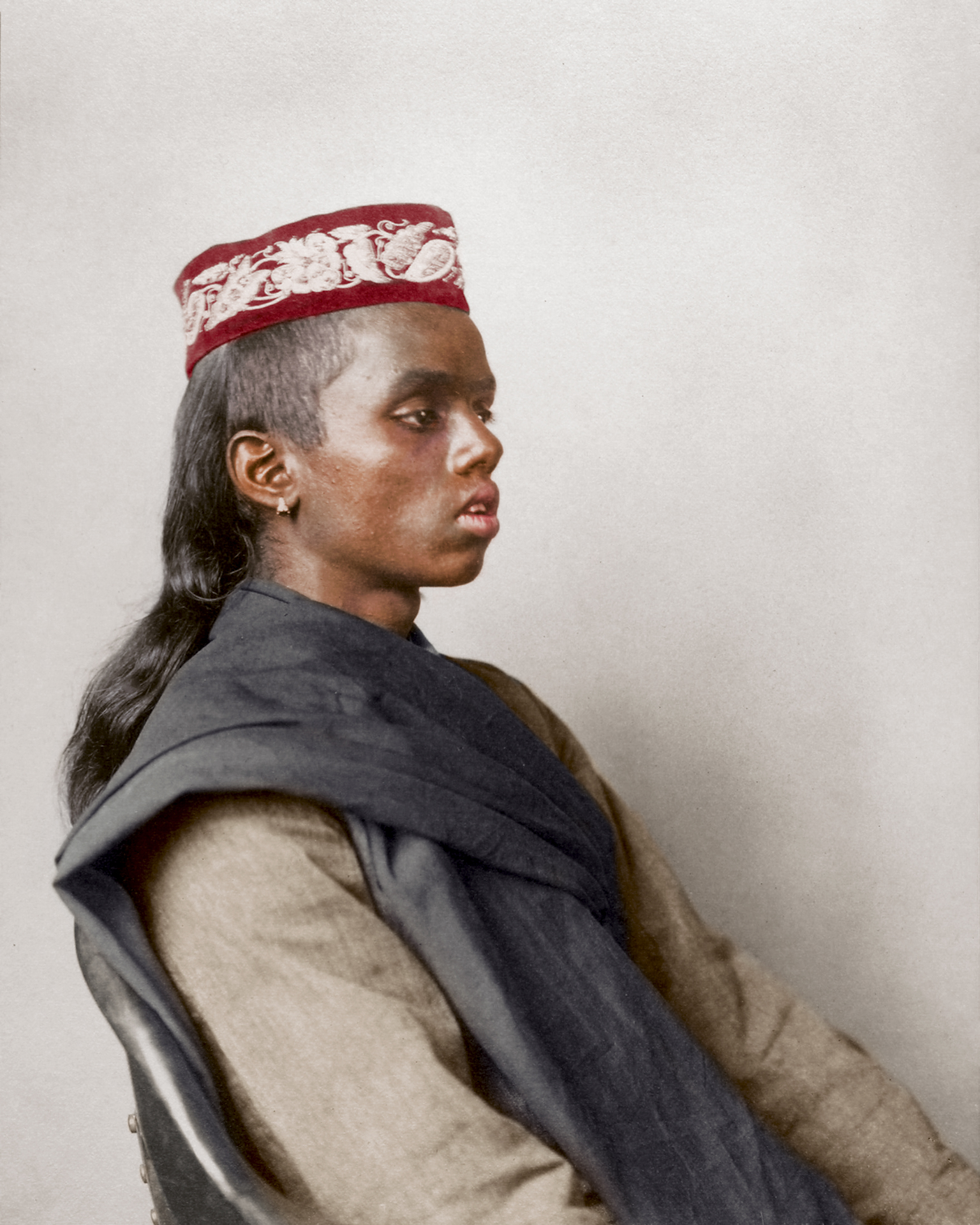 "1911 ""Hindoo boy."" The topi (a word to denote 'cap') is worn all over the indian subcontinent with many regional variations and cultural significance, and especially popular in Muslim communities where it is known as a taqiyah. Both the cotton khadi and the prayer shawl are most likely handspun on a charkha, and was used all year round."