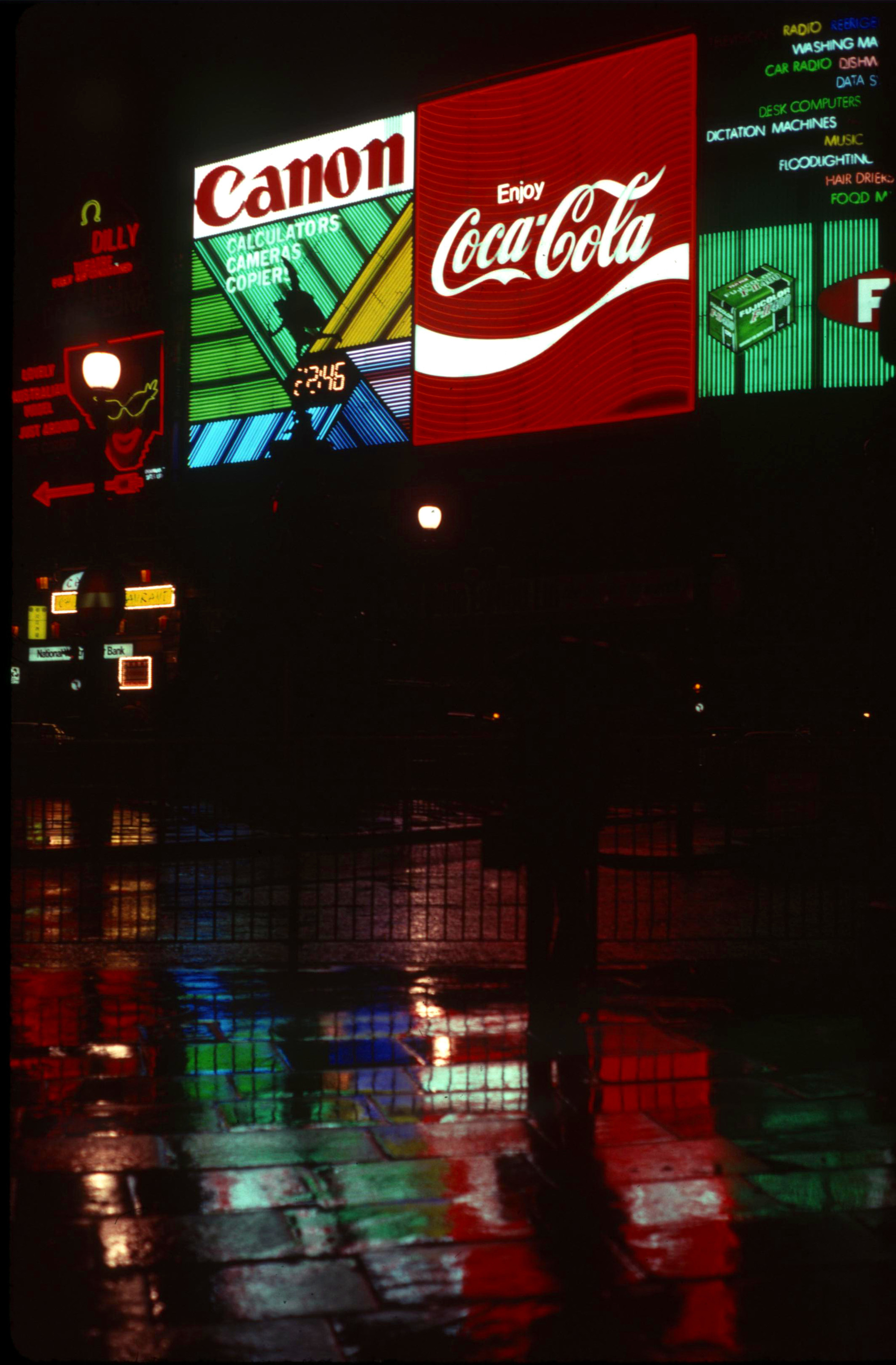 London 1979 Piccadilly Circus