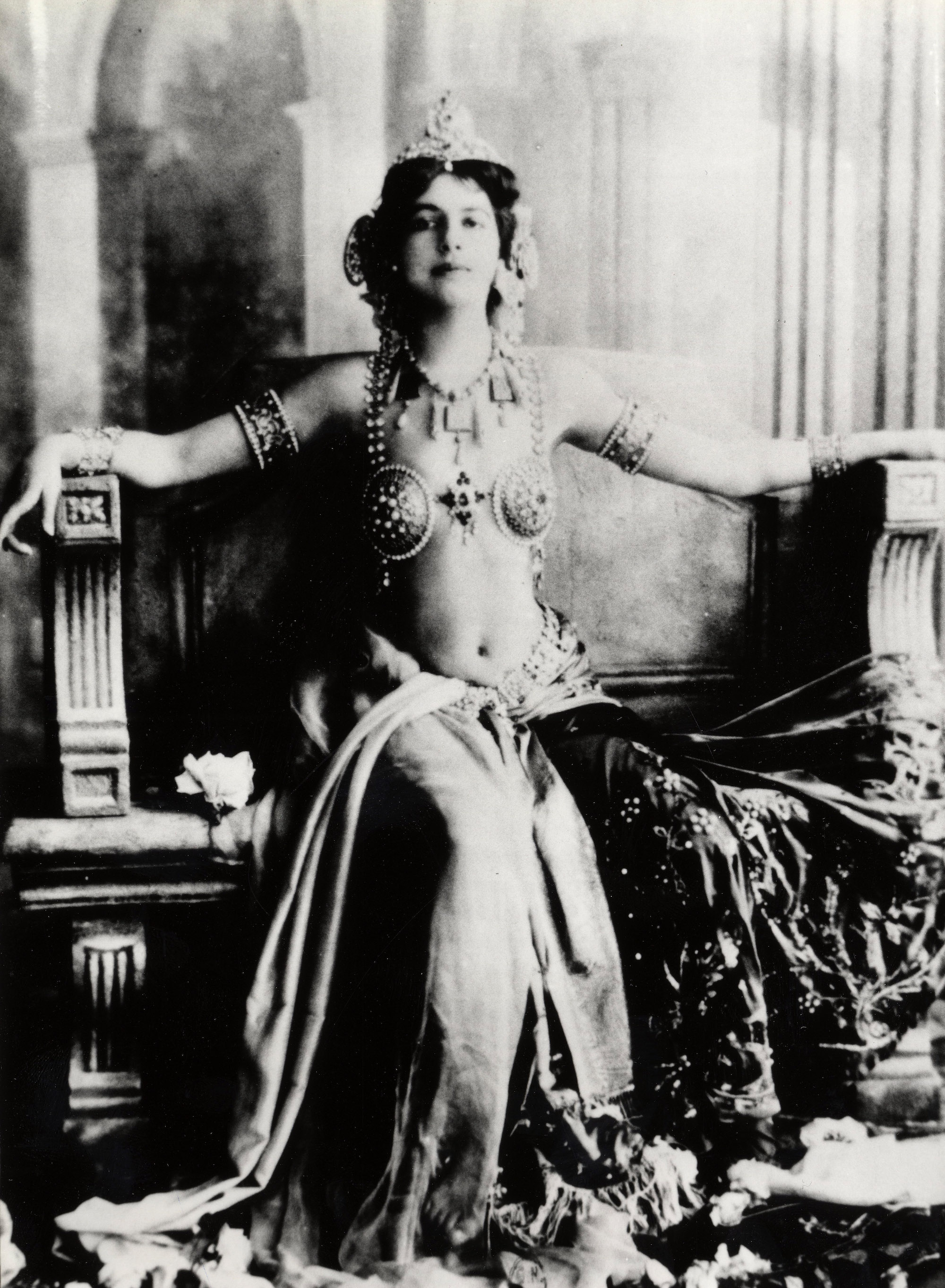 Mata Hari In Photos: The Ultimate Femme Fatale and Woman ...: http://flashbak.com/mata-hari-in-photos-the-ultimate-femme-fatale-and-woman-of-courage-366235/