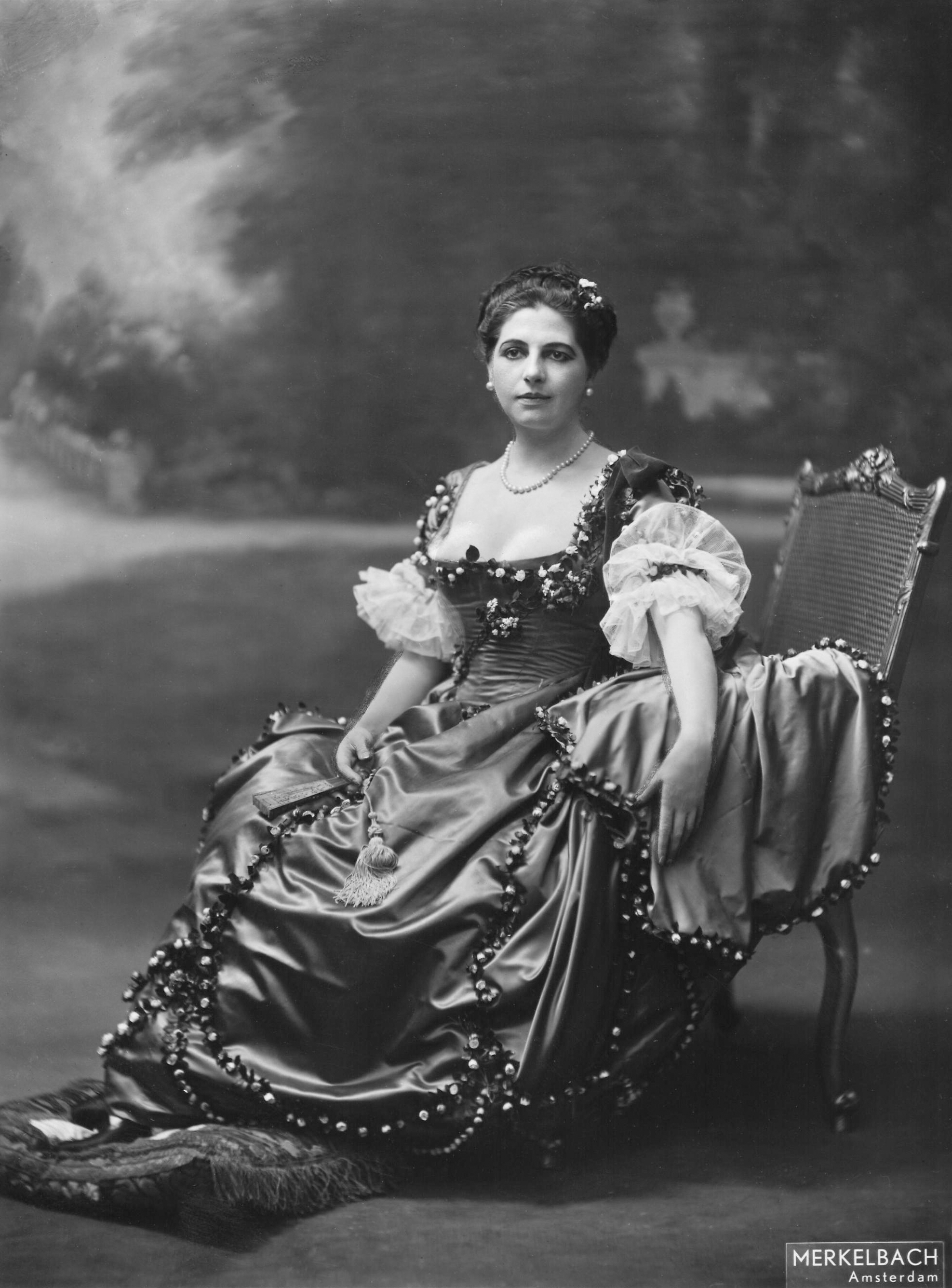 mata hari Mata hari was an exotic dancer and courtesan, killed by the french for espionage during wwi who was she was she really a spy.