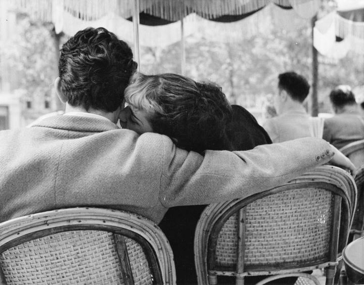 Sunday Morning at the Champs-Élysées, 1951 (couple whispering)