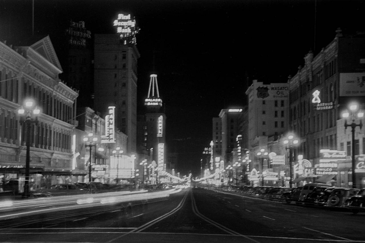 Looking down Main Street in Salt Lake City from 100 S. in 1950.