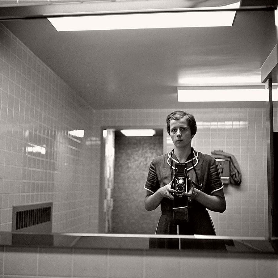 vivian-maier-self-portrait-black-and-white-05