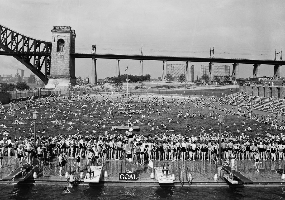 New York Aug. 20, 1936 Swimming contest, Astoria Park Pool, Hell Gate Bridge in background.