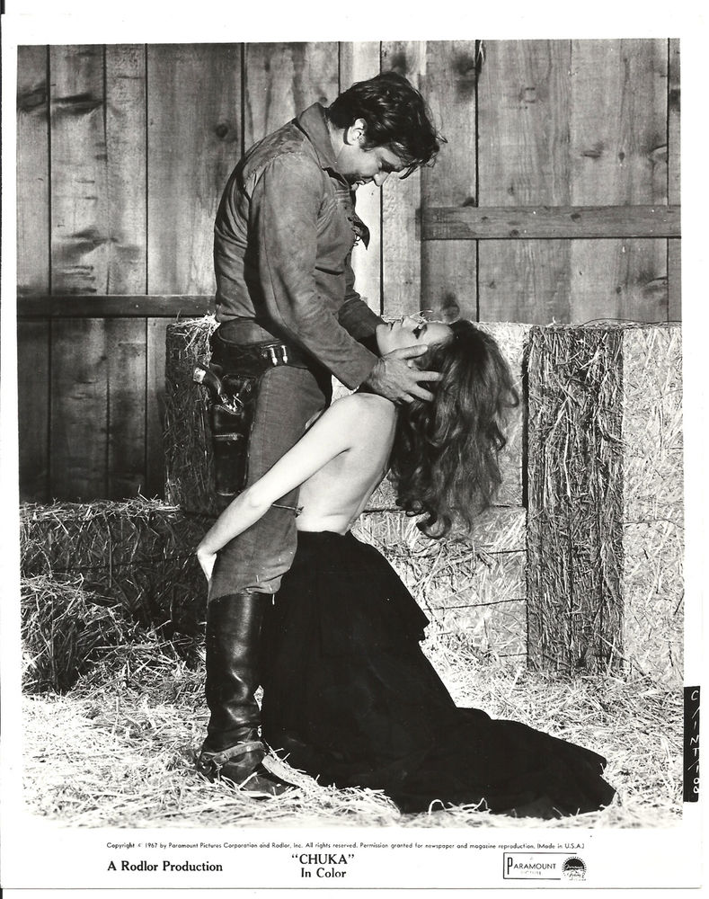 Rod Taylor and Luciana Paluzzi in Chuka