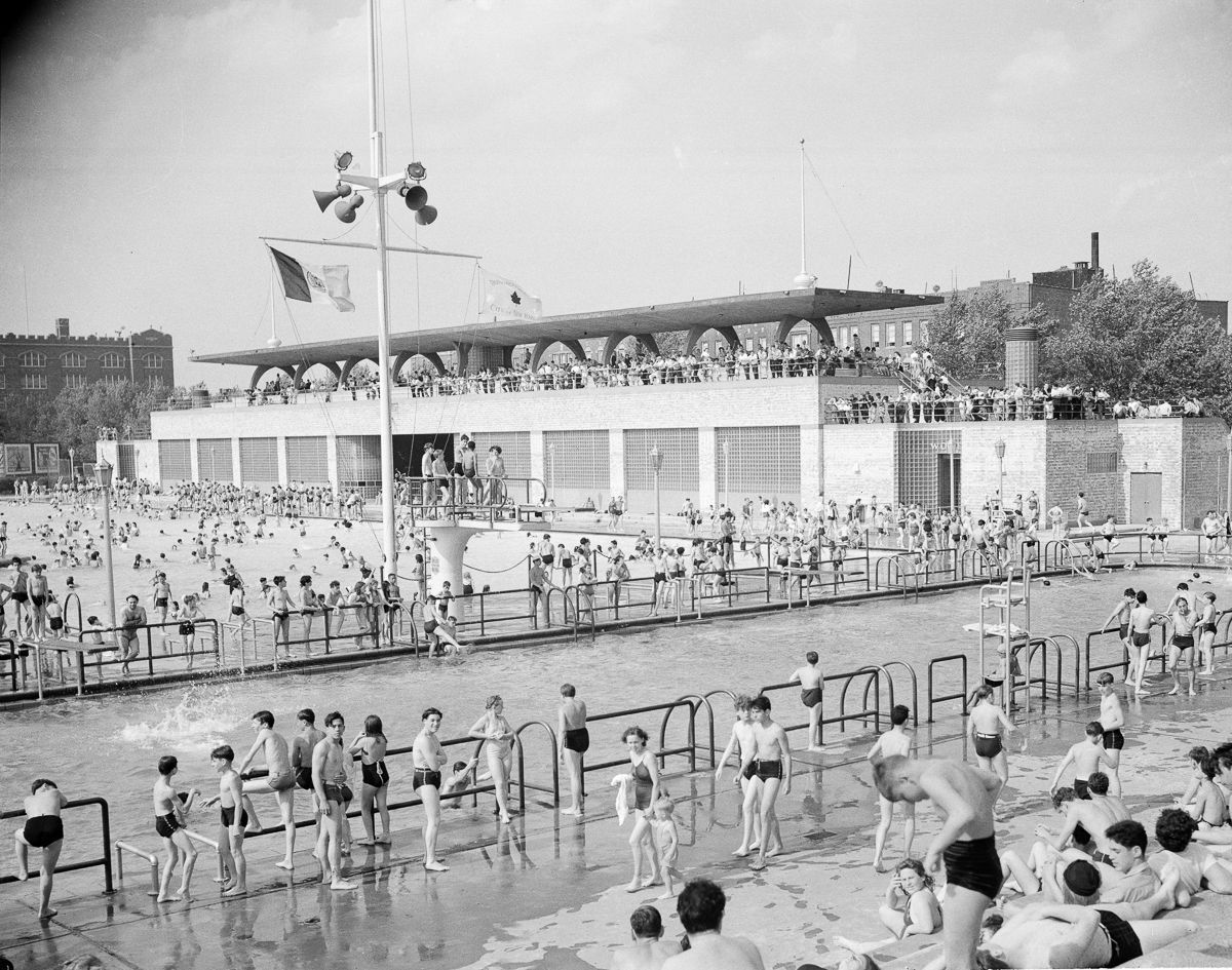 Vintage Photos Of Swimming In New York's Open Air Pools - Flashbak