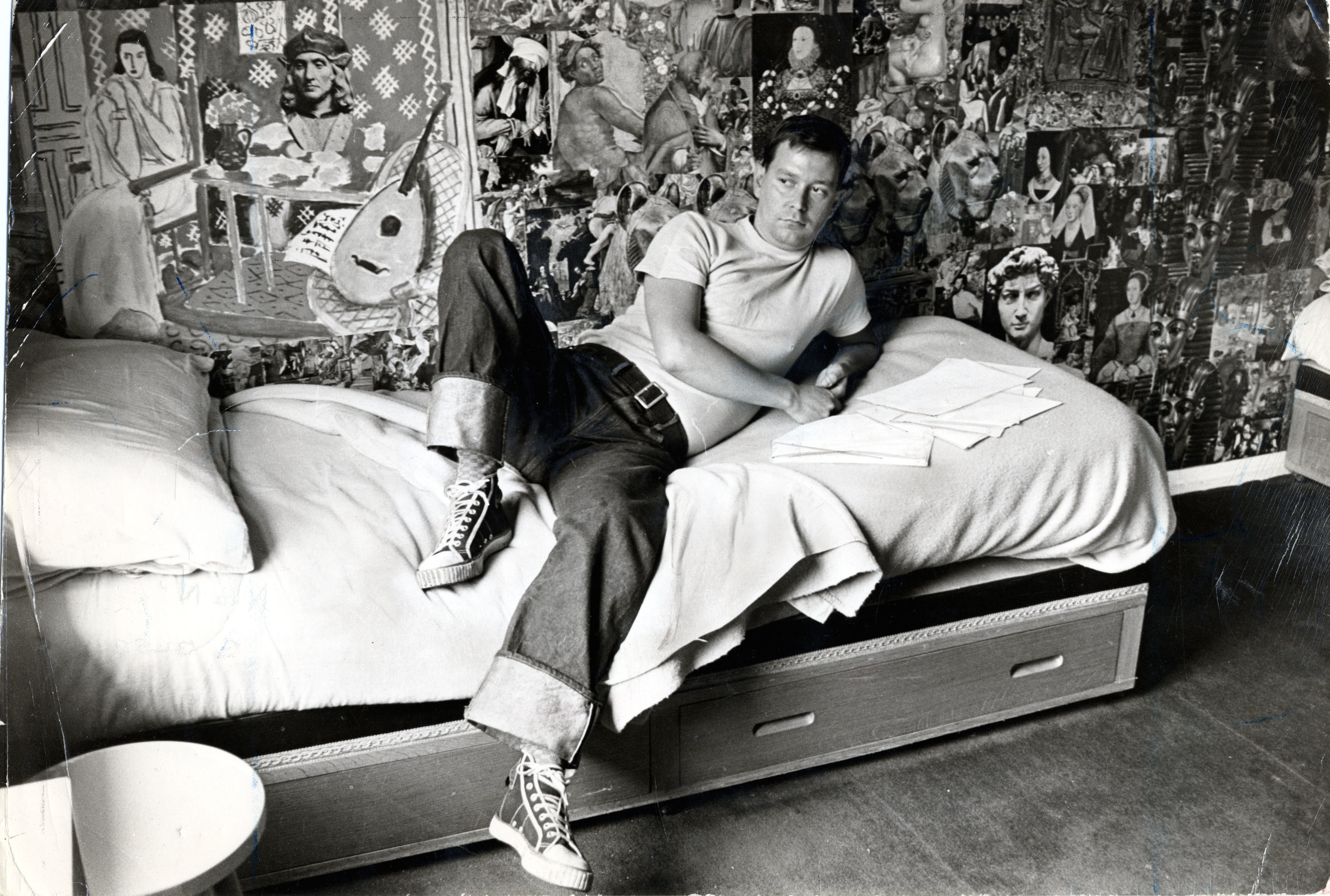 Joe Orton Playwright Murdered By His Lover Kenneth Halliwell At Their Islington Home In 1967. Pictured At His Islington Home. Joe Orton Playwright Murdered By His Lover Kenneth Halliwell At Their Islington Home In 1967. Pictured At His Islington Home.