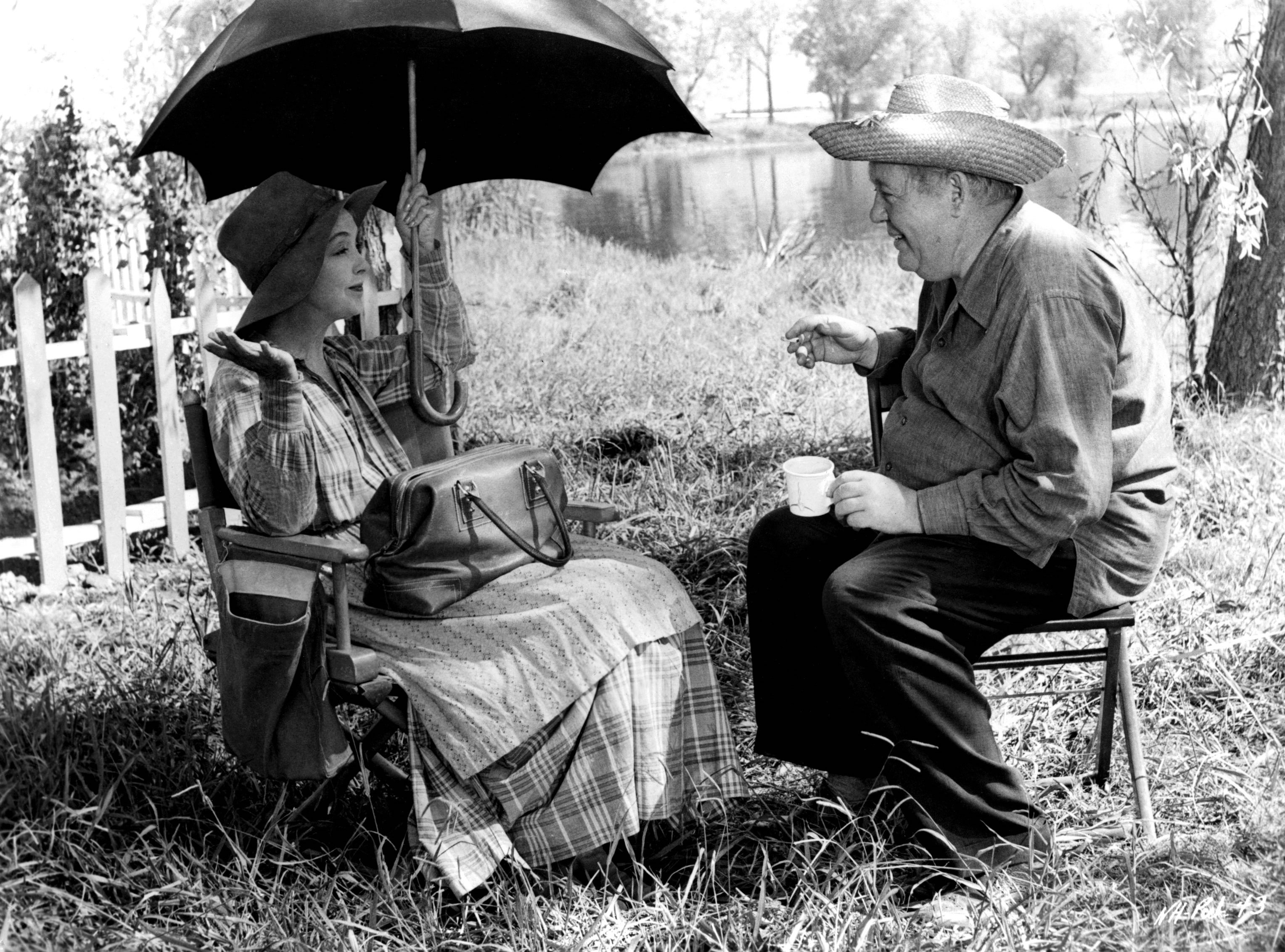 LILLIAN GISH AND CHARLES LAUGHTON ON THE SET OF 'THE NIGHT OF THE HUNTER' - 1955 VARIOUS