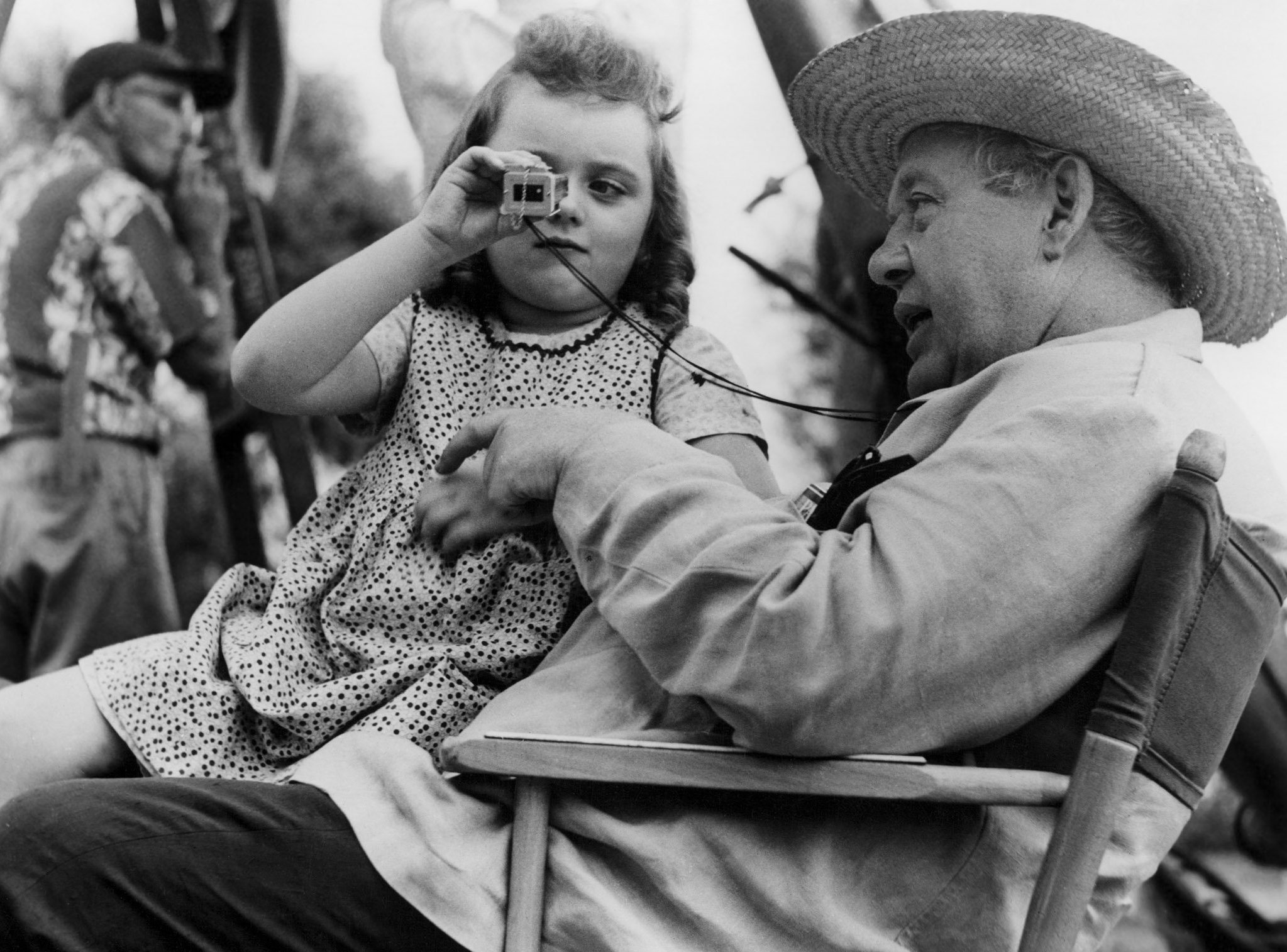 SALLY JANE BRUCE AND CHARLES LAUGHTON ON THE SET OF 'THE NIGHT OF THE HUNTER' - 1955 VARIOUS