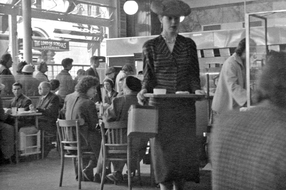 lyons-cafe-oxford-street-1954-hans-richard-griebe