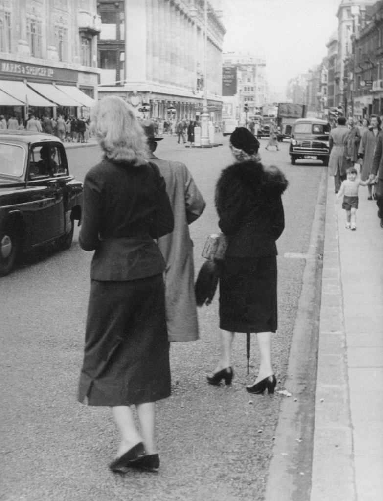 oxford-street-1954-woman-hans-richard-griebe