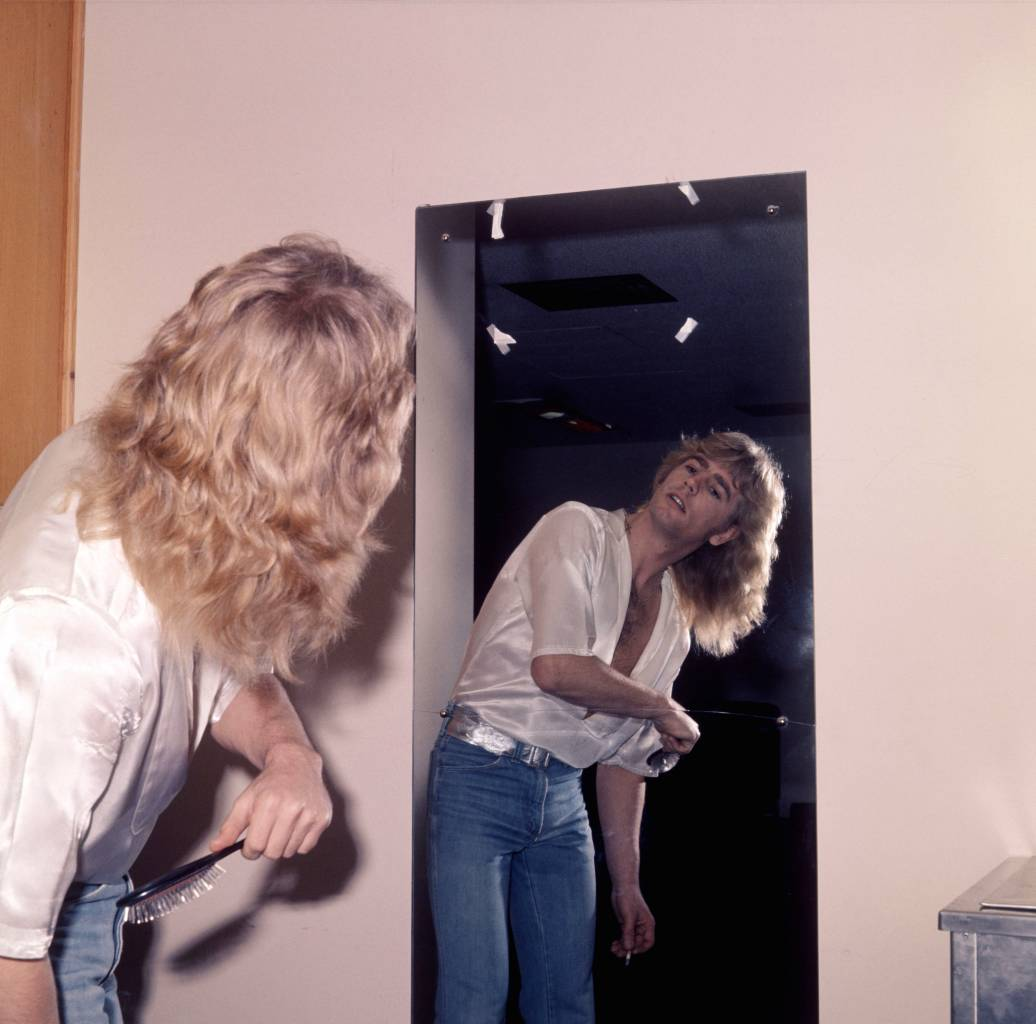 Rick Parfitt On Drugs And Smoking Two Cigarettes Flashbak