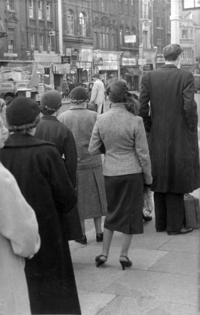 tall-man-oxford-street-1954-hans-richard-griebe