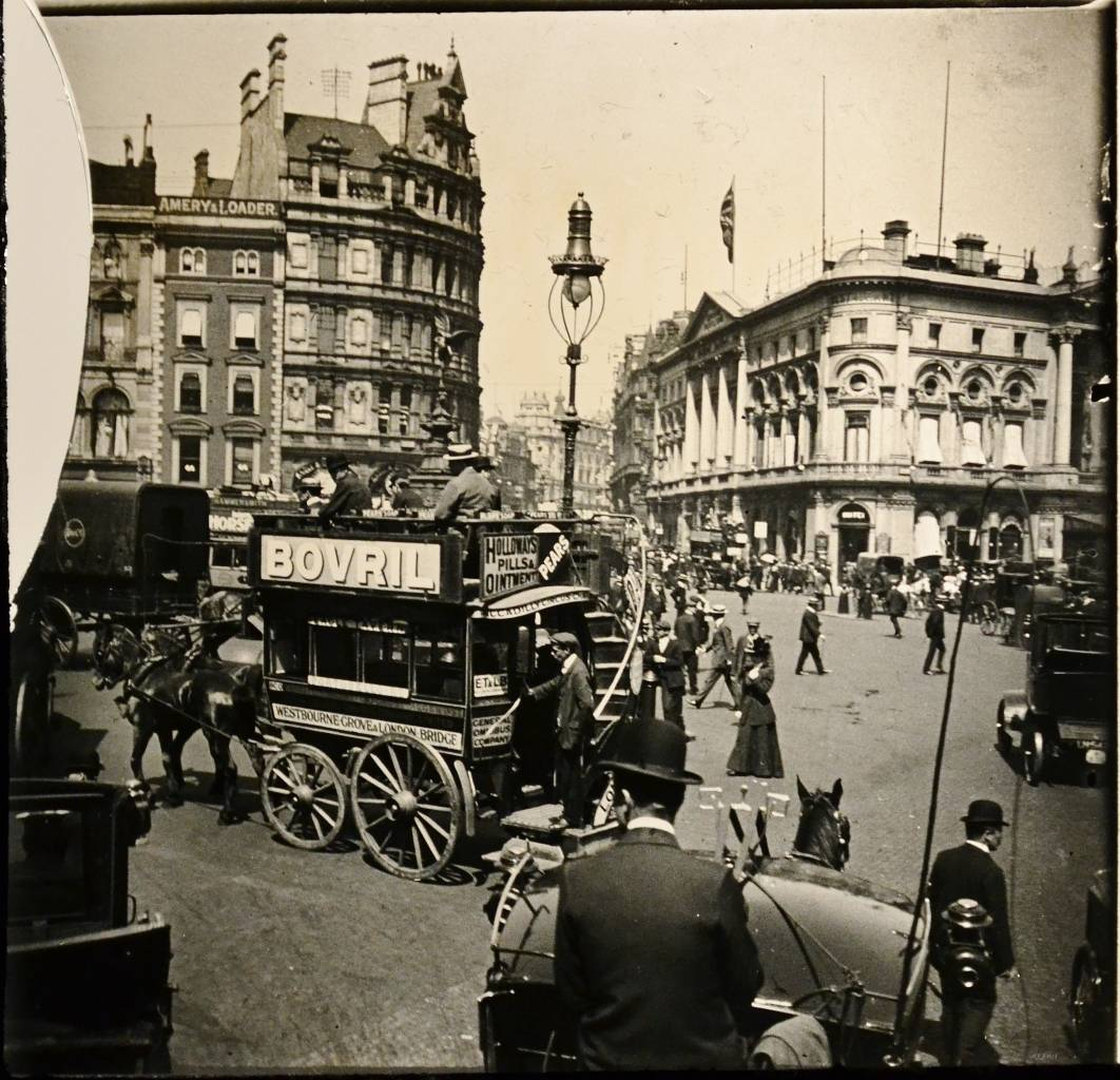 Piccadilly Circus in 1908