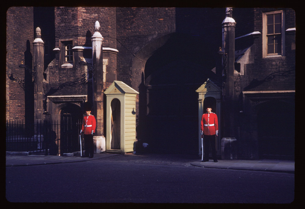 Date: Apr. 27, 1961 Location: London, England, United Kingdom (Greater London county) Description: Guards on sentry at St. James's Palace