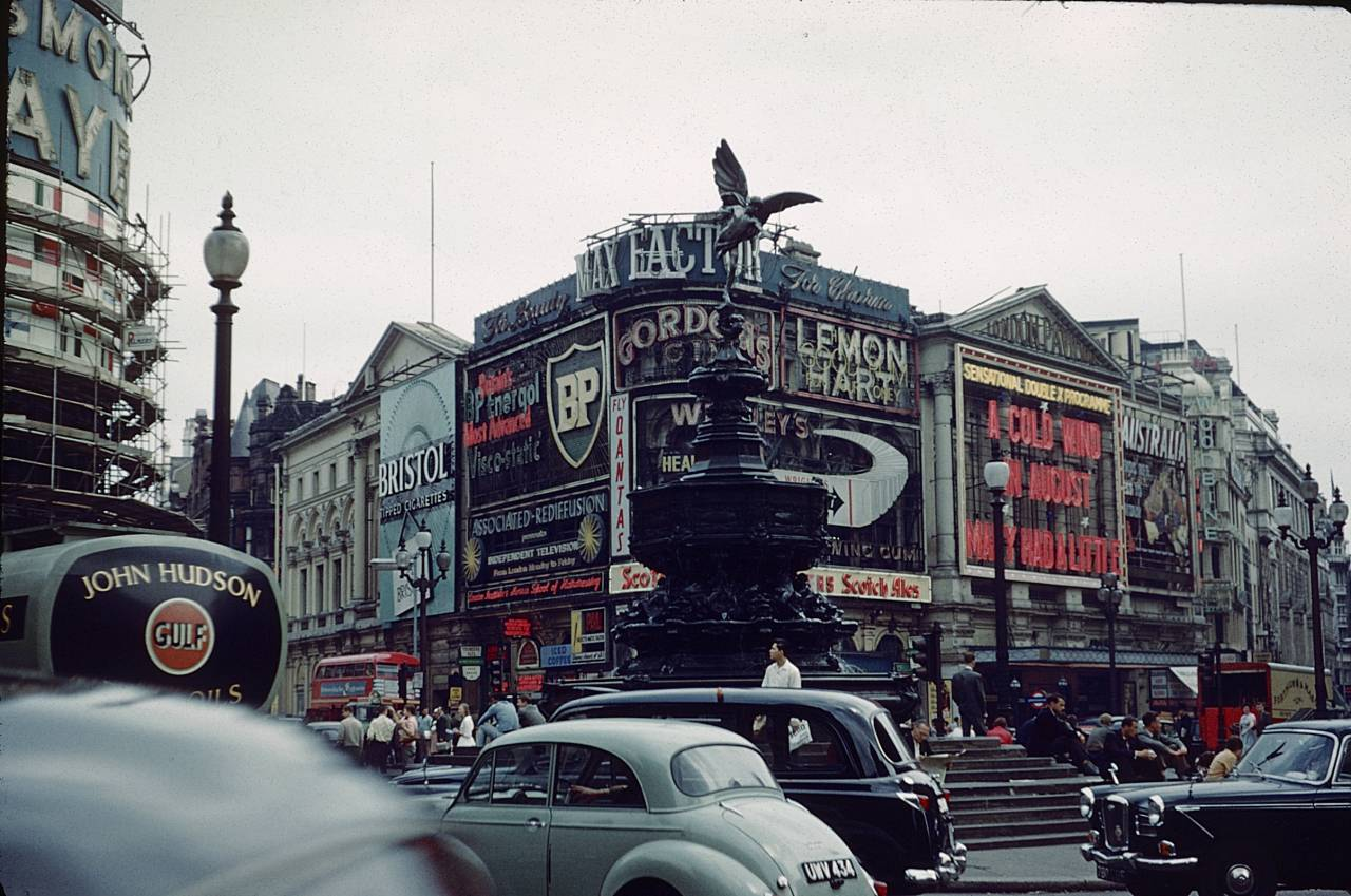 Piccadilly Circus in 1961.