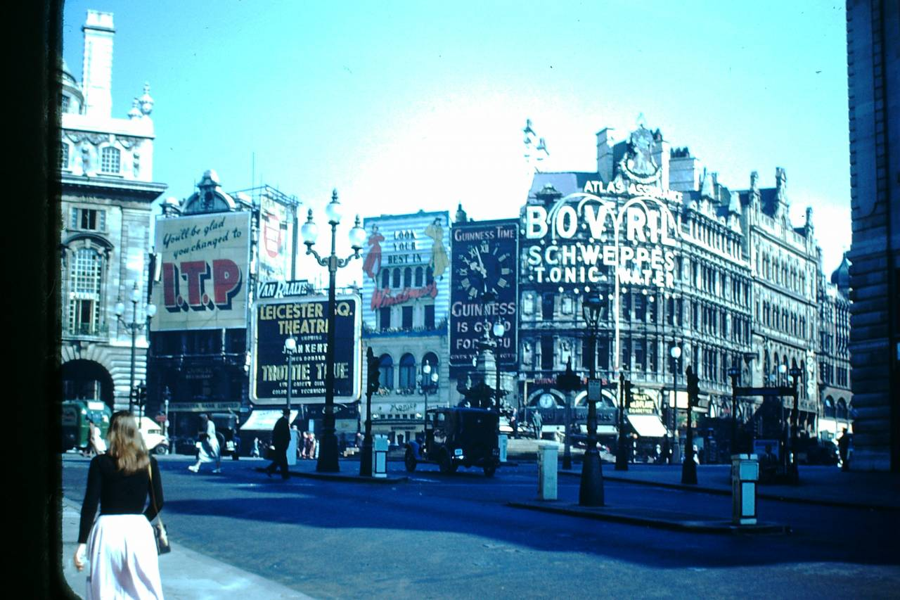 Piccadilly Circus 1949 unknown photographer