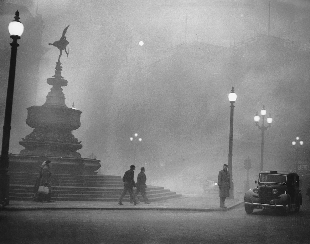 Piccadilly Circus 6th Dec 1952