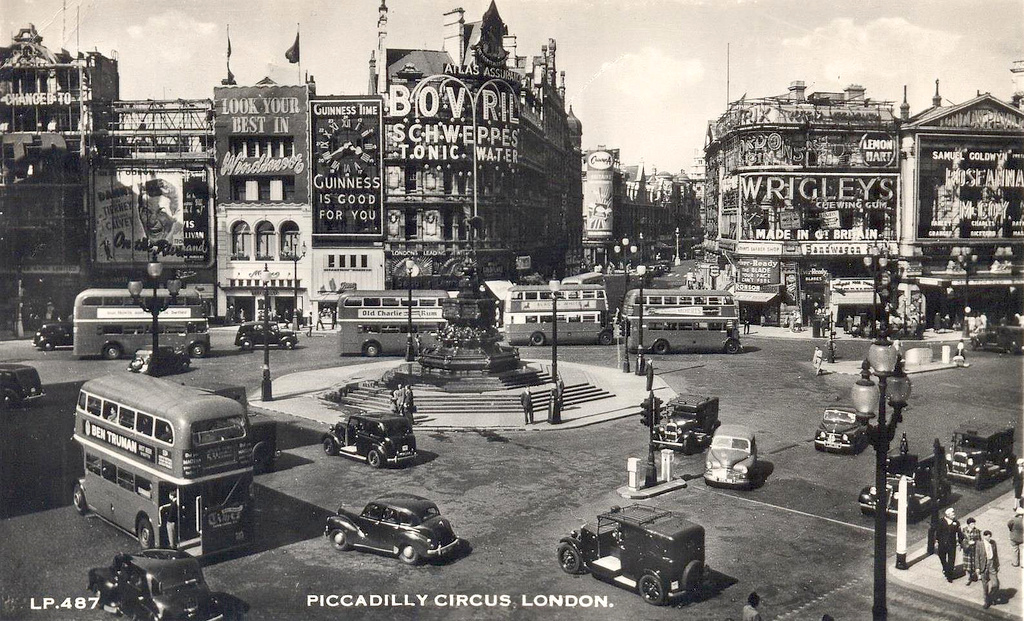 Piccadilly Circus postcard 1951