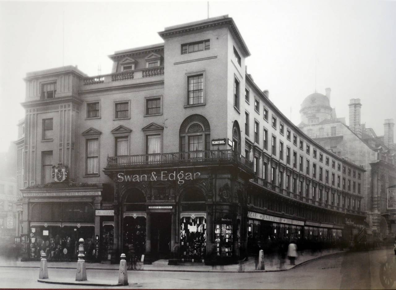 Swan and Edgar, Piccadilly Circus, 1924