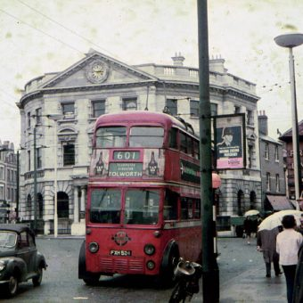 Evocative Photos of London Trolley Buses in 1962 – Their Final Year