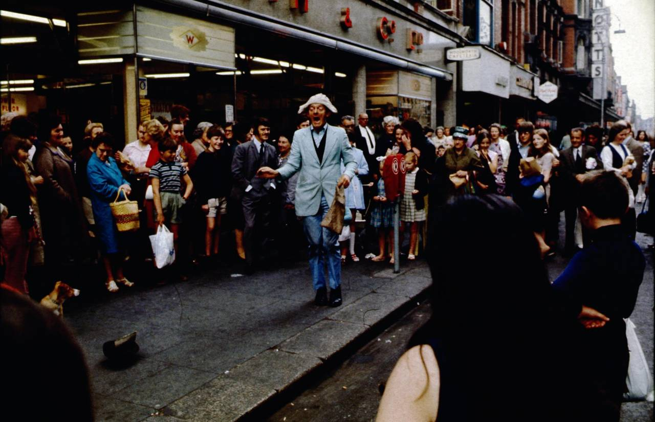 street-entertainer-heinrich-klaffs-dublin-1973