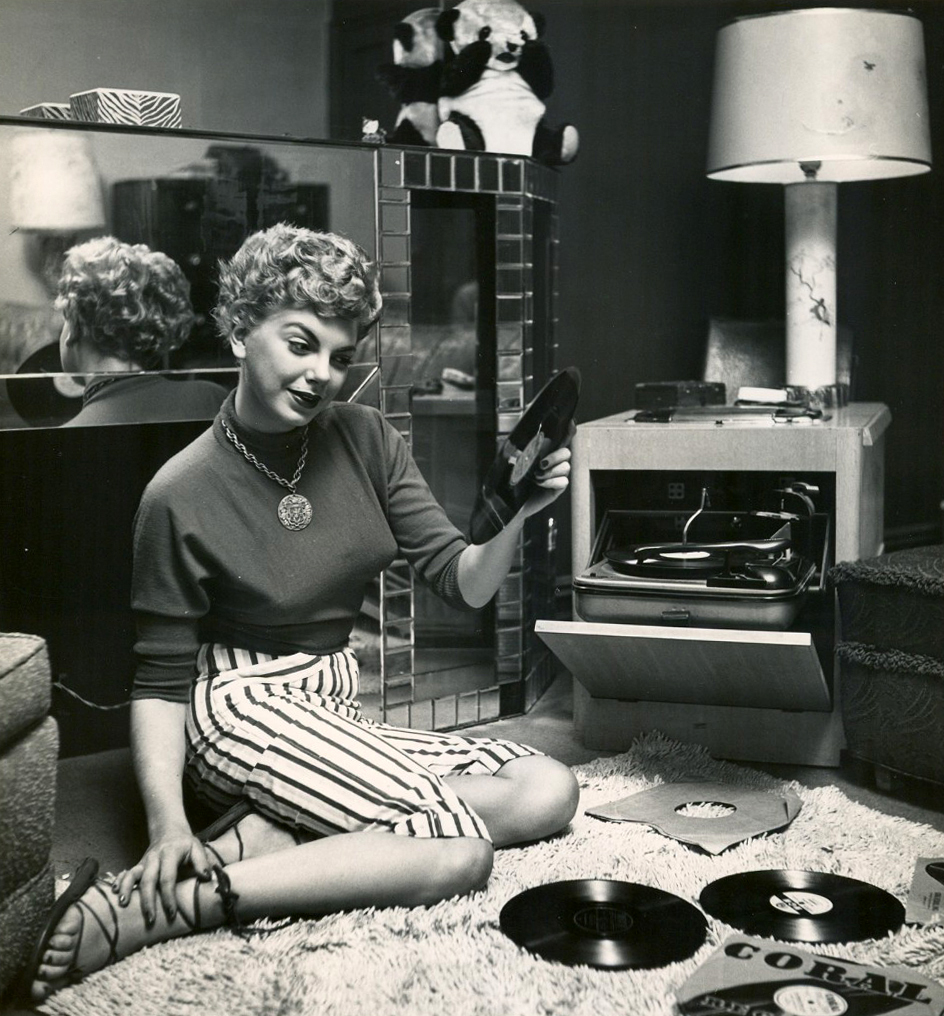 vintage-ladies-and-records-1