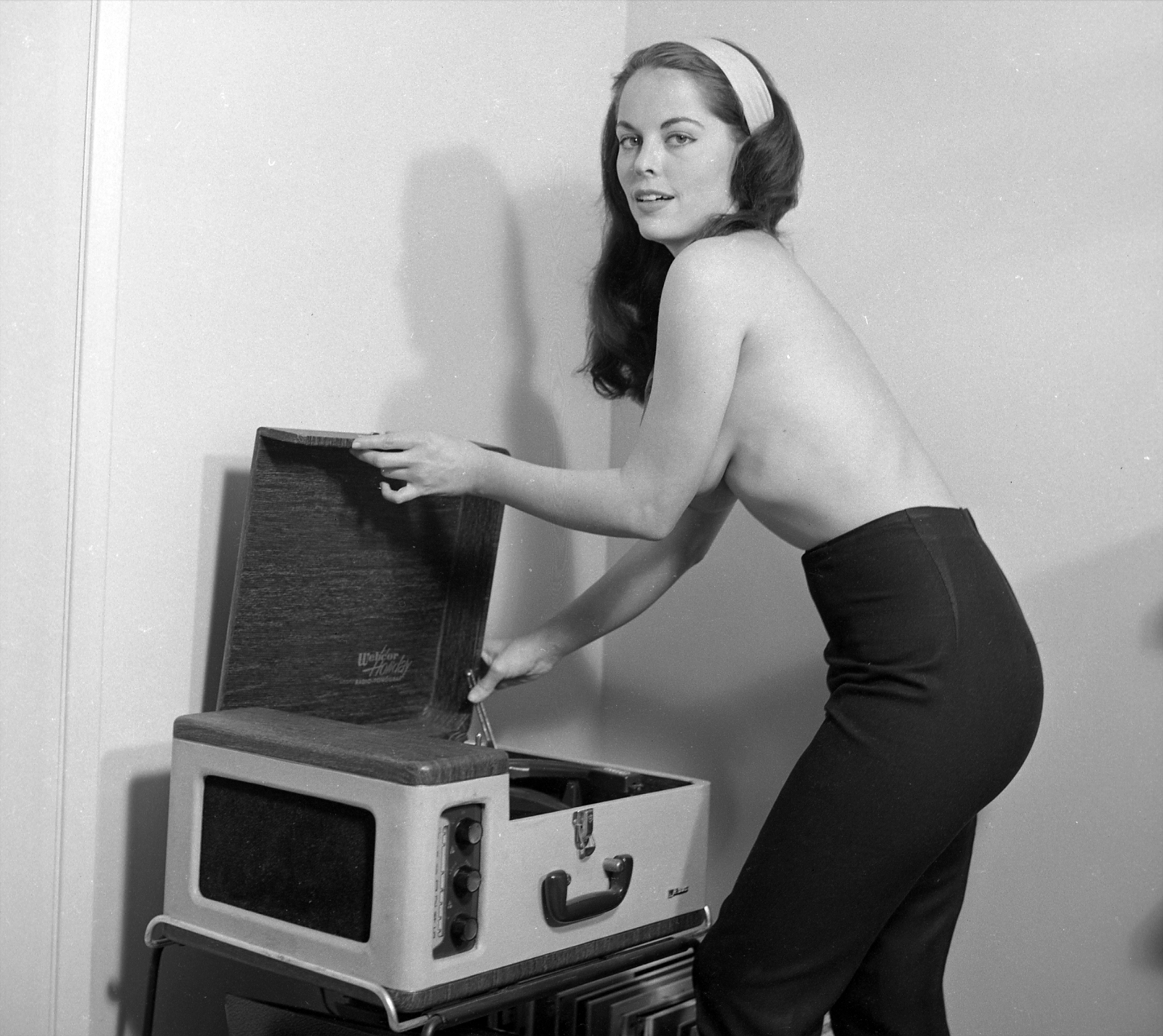 vintage-ladies-and-records-31