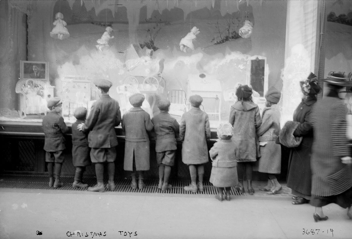 window shopping in new york city - december 1910