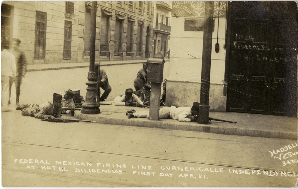 Title: Federal Mexican firing line corner - calle Independencia at Hotel Diligencias, first day Apr. 21 Creator: Hadsell Date: ca. April 1914
