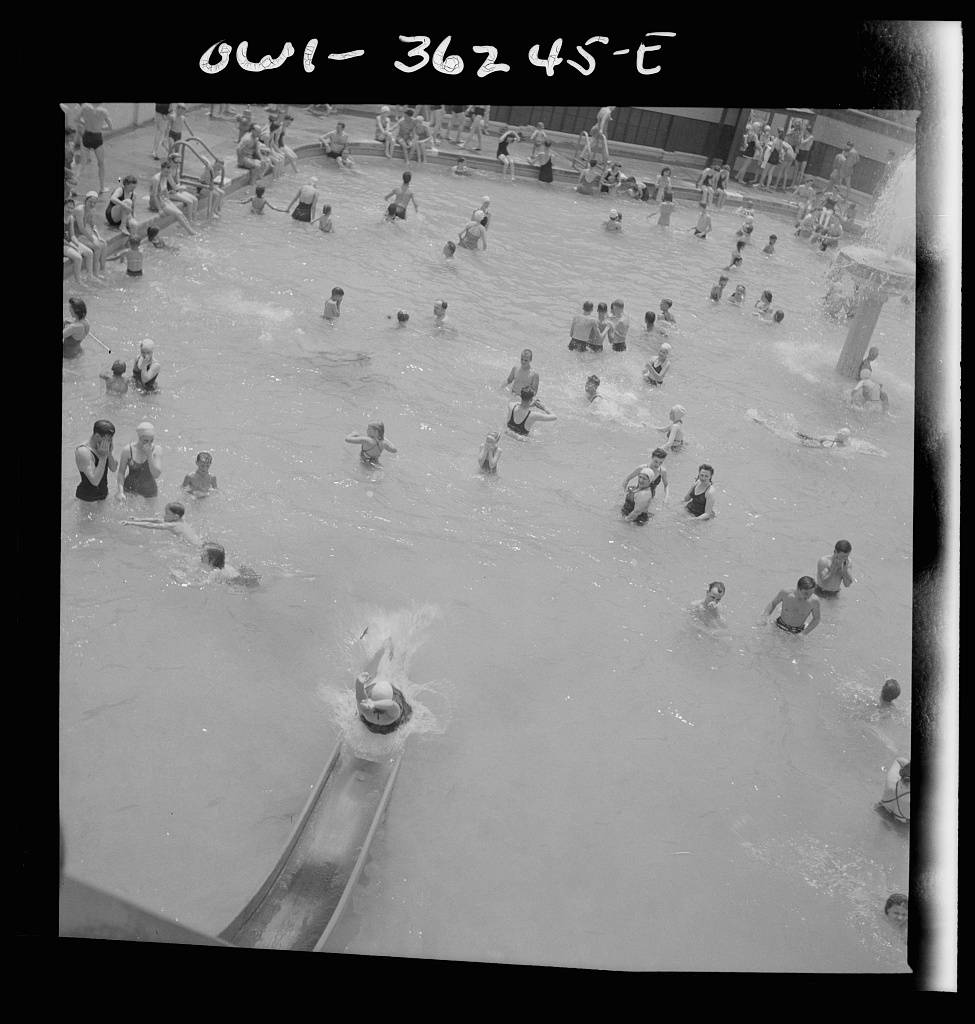 Glen Echo, Maryland. Bathers at Glen Echo swimming pool-18