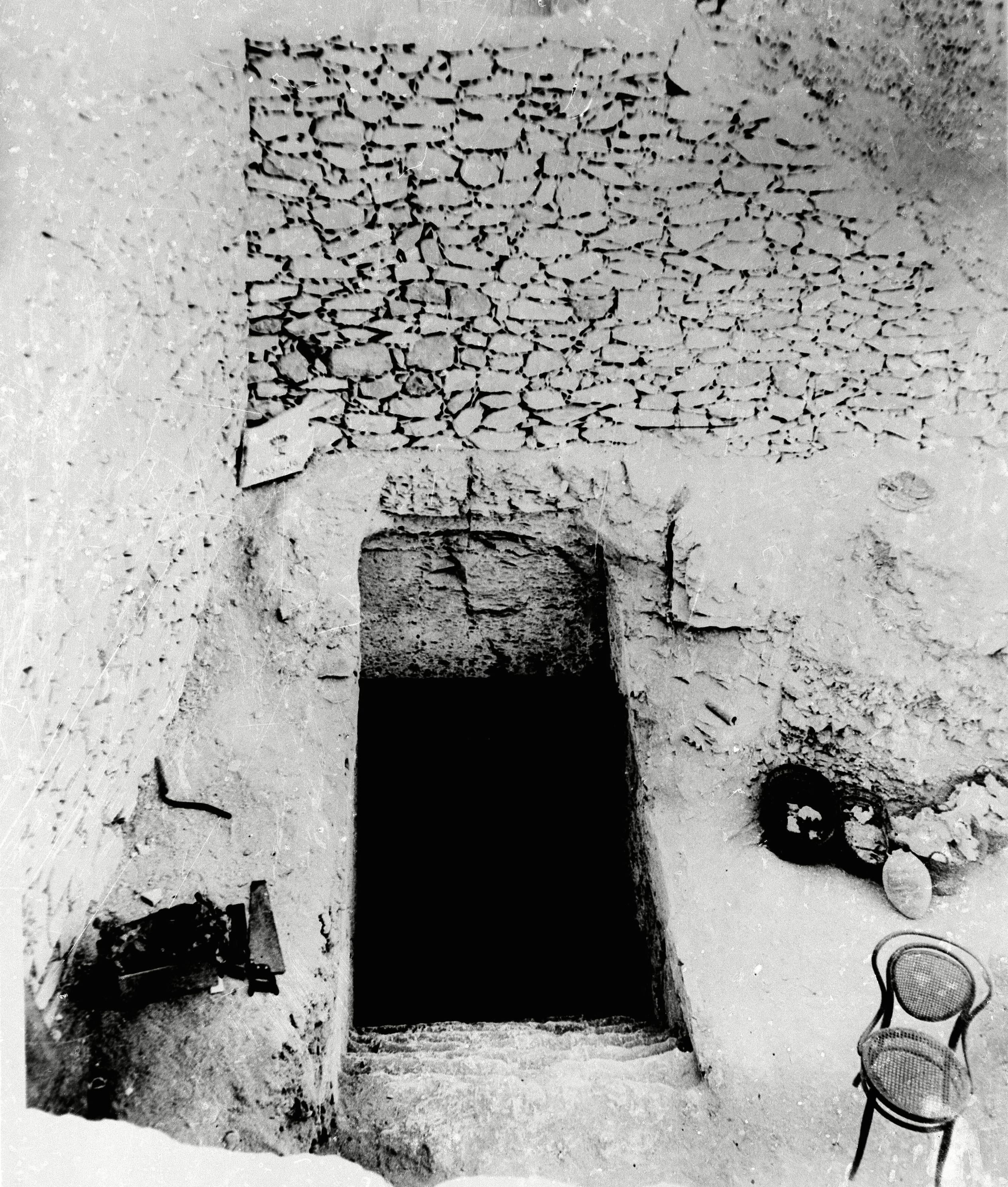 of the tomb of the King Tutankhamun, who ruled Egypt from 1358 to 1350 B.C.E., seen, in Luxor, Egypt Treasures Of King Tut 1922, Luxor, Egypt
